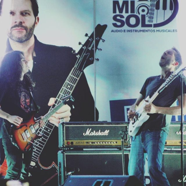 Jam with the amazing Paul Gilbert!